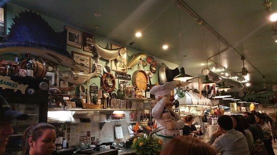 Sotto Mare Oysteria & Seafood: interior local
