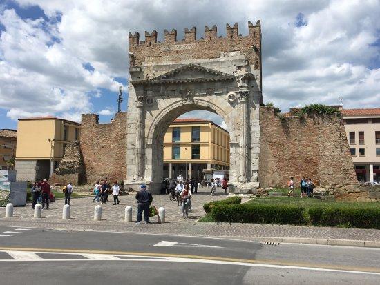 Arco d'Augusto: Un Arco di tutto rispetto!
