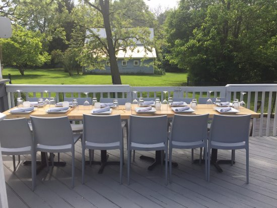 Douglas, MI: outdoor dining and meeting space