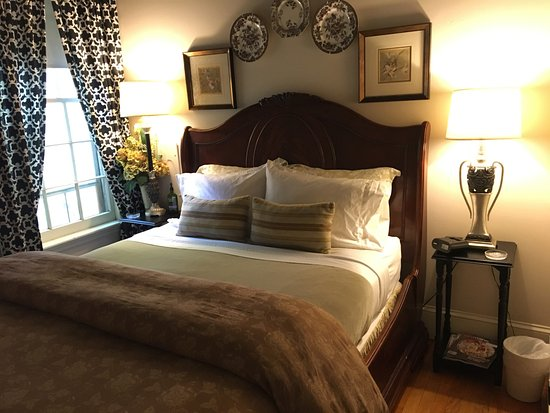 PineCrest Inn: Stoningham Suite