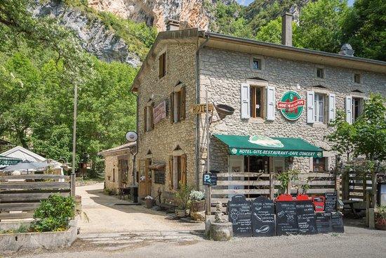 Ombleze, France: L'arrivée au Moulin de la Pipe près de Crest dans la Drôme