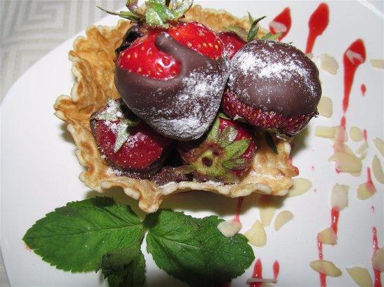 Chernihiv, Ukraine : Клубника в шоколаде