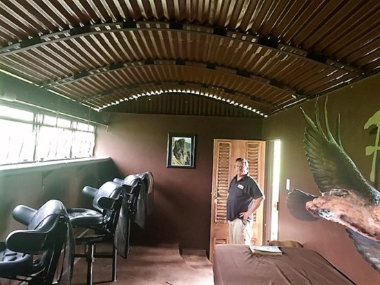 uKhahlamba-Drakensberg Park, South Africa: The unique Vulture Hide, situated within the estate and available for hire