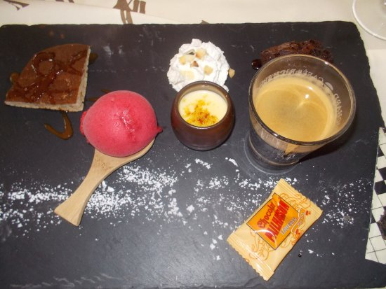 Caudebec-en-Caux, France : café gourmand