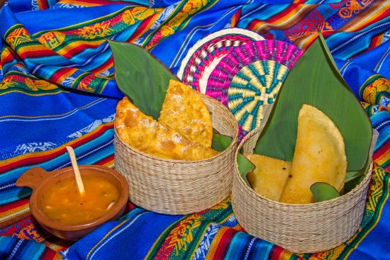 Hosteria Chorlavi Restaurant: Empanadas de Morocho & Empanadas de Mejido