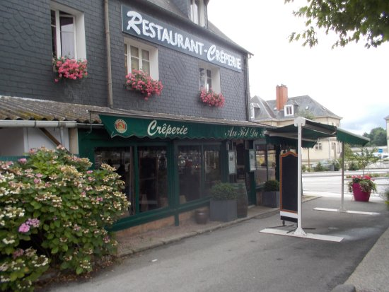 Caudebec-en-Caux, France : restaurant face à la Seine