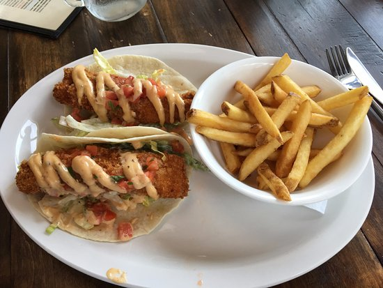 Pictou, Kanada: Fish Tacos, made with fresh haddock, Nova Scotia style.