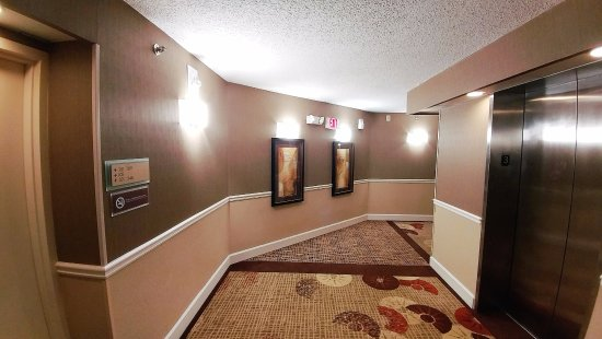 ร็อกกี้เมาท์, นอร์ทแคโรไลนา: hallway