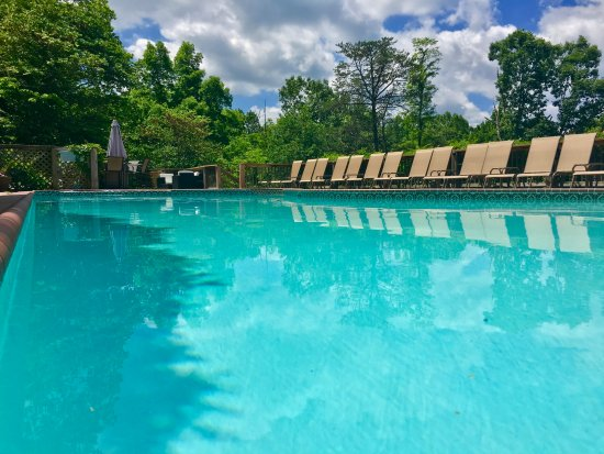 Lost River, WV: Our relaxing pool deck