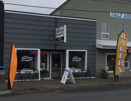 Rockaway Beach, OR: Outside view of shop