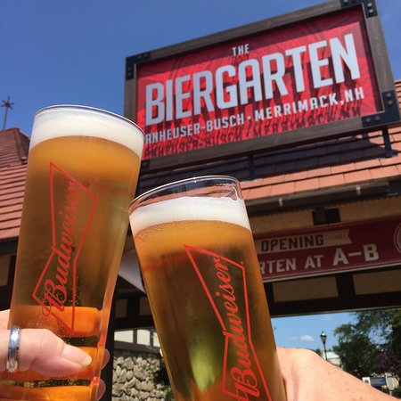 Merrimack, Nueva Hampshire: Cheers! Outdoor Biergarten
