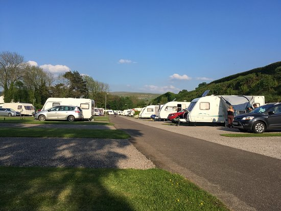 Kirkby Stephen, UK: Spacious pitches with views of the hills