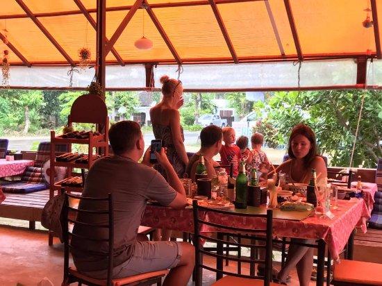 Lipa Noi, Thailand: Happy Family Meal @mango tree restaurant & Bar, Koh Samui