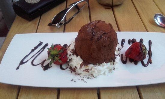 Aalst, Belgium: Tartuffo al ciocolata