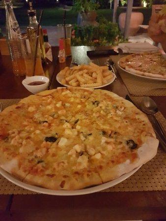 Lipa Noi, Tayland: Pizza at the resturant!