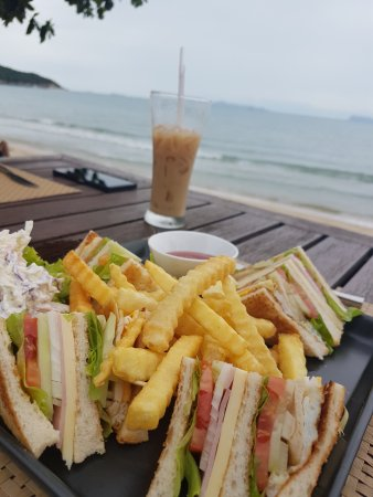 Lipa Noi, Thailand: Very recommended club sanwich and iced coffee