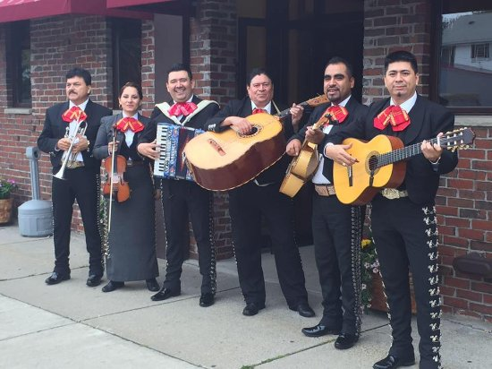 Malden, MA: live Mariachi every week