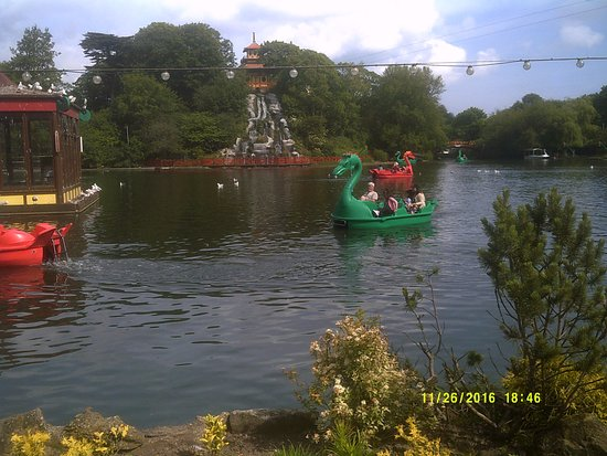 Peasholm Park: this lake is lovely lots of different types of boats