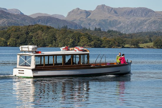 Bowness-on-Windermere, UK: Stunning views of the Langdale Pikes and Lakeland fells behind.