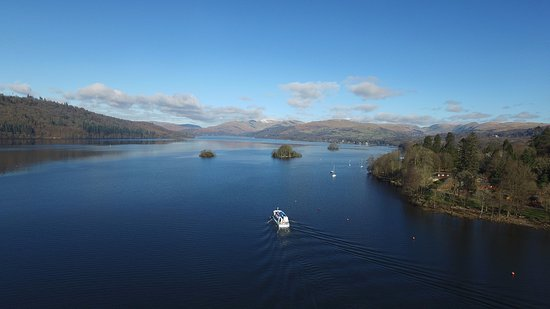 Bowness-on-Windermere, UK: A modern launch setting out on a 45 minute circular Islands Cruise.