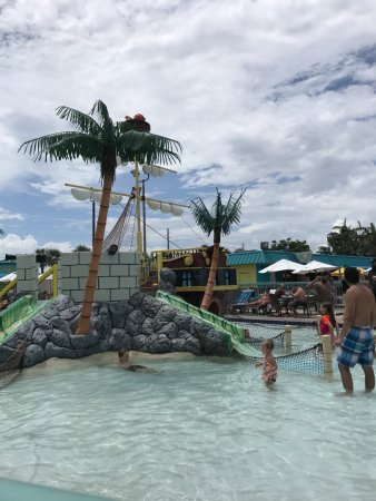 International Palms Resort & Conference Center Cocoa Beach: Pirate ship pool for kids - other pool is L Shaped and large!