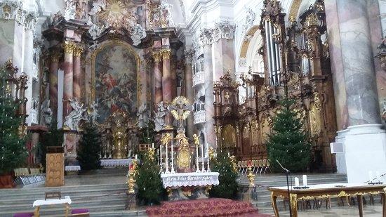 Benediktbeuern, Alemania: Altarraum der Kirche des Klosters Benediktbeuren