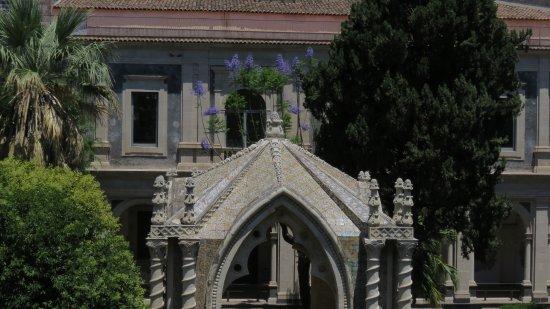 Monastero dei Benedettini: Templete y lilas
