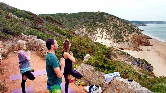 Salema, โปรตุเกส: Yoga with fantastic view