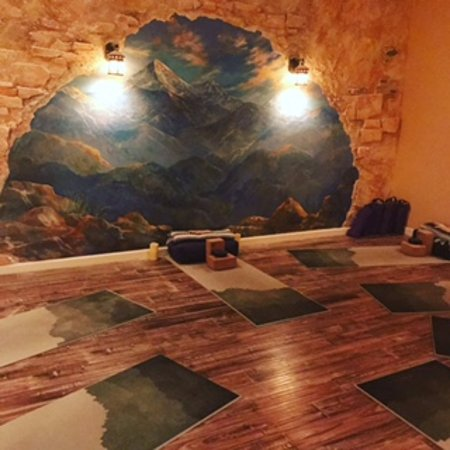 Southlake, Техас: WInd down with a relaxing yoga class, complete with 45 min of Salt Therapy.