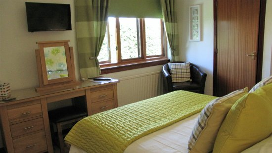 Forres, UK: Double room en-suite (view 2)