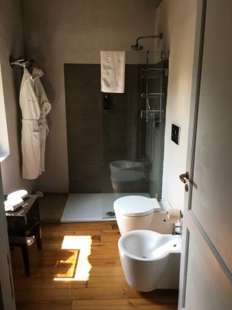 Zafferana Etnea, Italy: In first more expensive room.