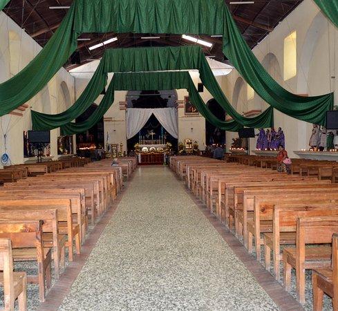 Santiago Atitlan, Guatemala: Iglesia católica Santiago Apóstol (interior de la misma)