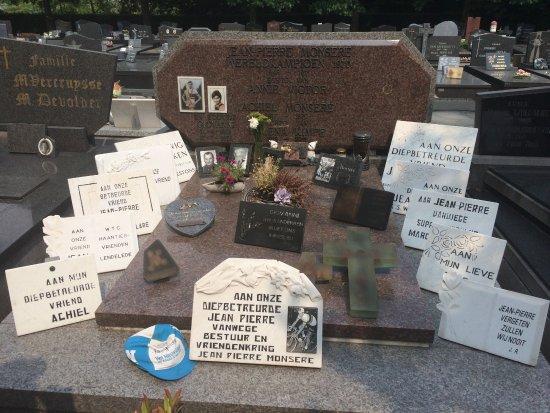 Roeselare, Belgique : Graf van J.P.Monsere wereldkampioen overleden in Gierle