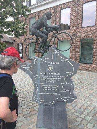 Roeselare, Belgia: Monument Odiel Defraaye eerste Belgische winnaar Tour de france 1912