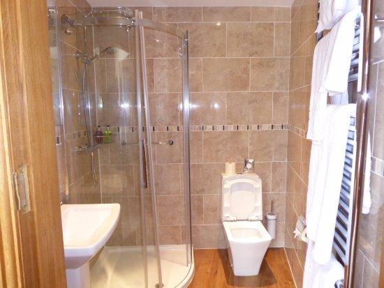 Bell Busk, UK: Bathroom