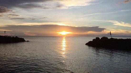 Paras Beach Resort: サンセットもリゾートから美しく演出
