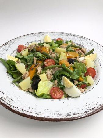 Montigny-le-Bretonneux, Frankrike: Salade Niçoise