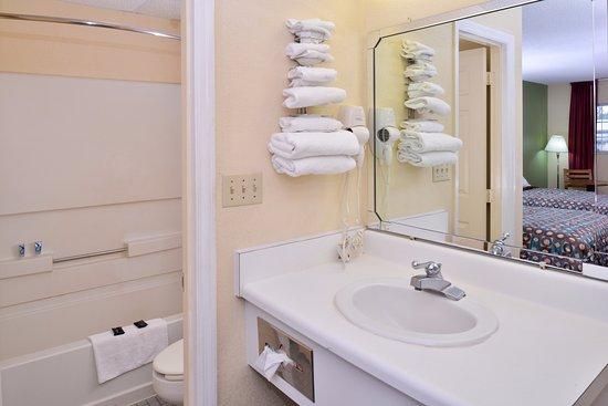 Edenton, Carolina del Norte: Two Double Guest Bathroom