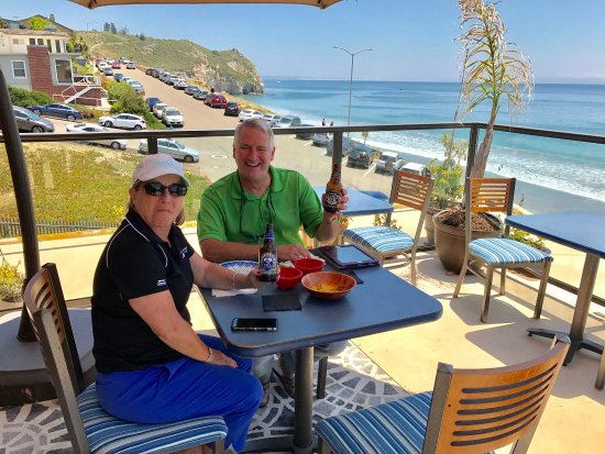 Avila Beach, Kaliforniya: Amazing sundeck ,complimentary guest reception,why stay  In just hotel room ? Complimentary Coff