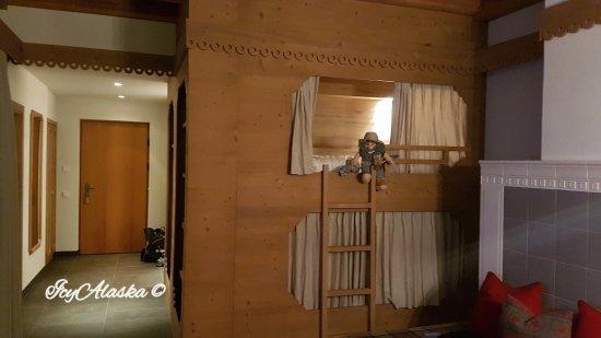 zona soggiorno con letto a castello - Foto di Hotel & Chalets ...