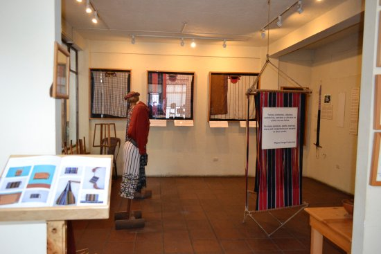 Santiago Atitlan, Guatemala: Cojolya Museum and Store (exposición)