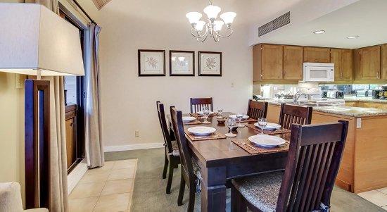 Powders Edge: Dining room seats 8 comfortably