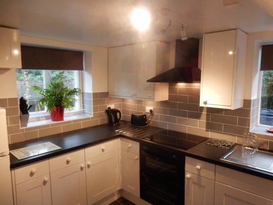 Fordingbridge, UK: New kitchen in Wishing Well (Feb 2017)