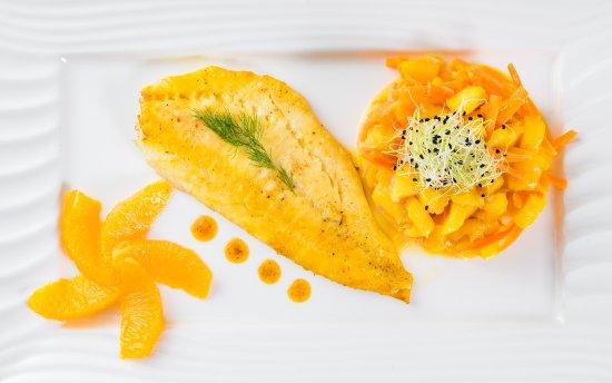 Romilly-sur-Seine, ฝรั่งเศส: Filet de turbot u beurre d'orange et safran, tartare de mangue et carottes