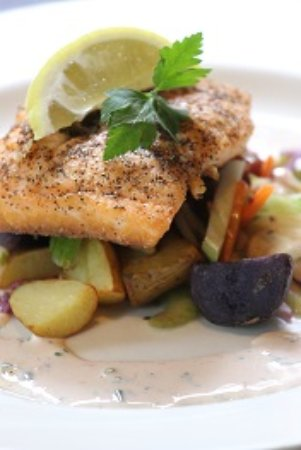 Alexandria, MN: Peppered Salmon with Fingerling Potatoes