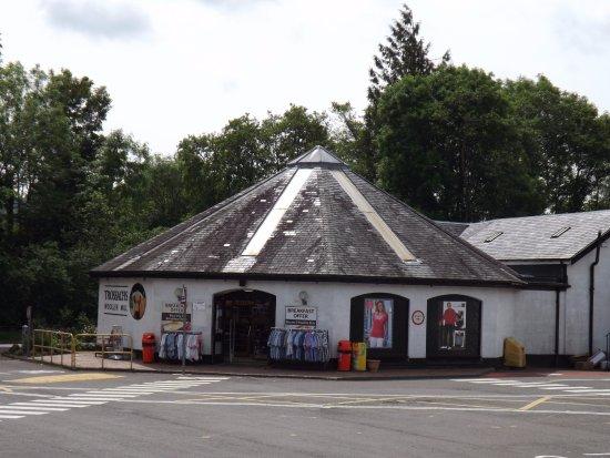 Callander, UK: Entrance to shop and restaurant at Kilmahog