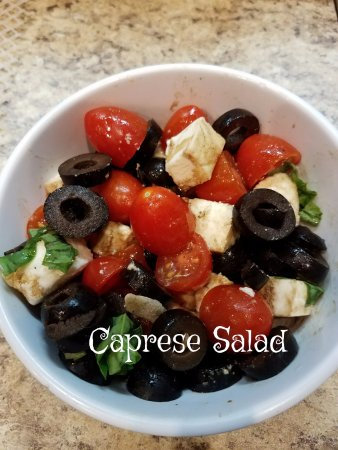 Siloam Springs, AR: Our Caprese Salad