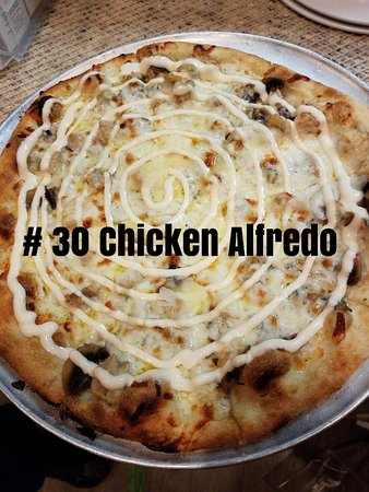 Siloam Springs, AR: Our Chicken Alfredo Pizza