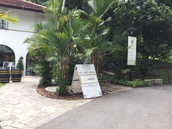 Botanical Garden : Food and gift store available