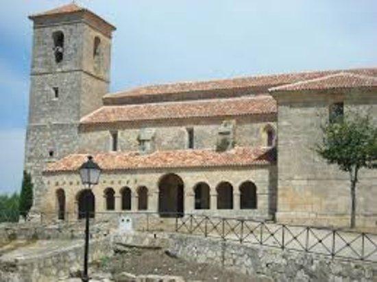 Tamajon, Spanien: Iglesia de Tamajón. La Puerta de la Arquitectura Negra.